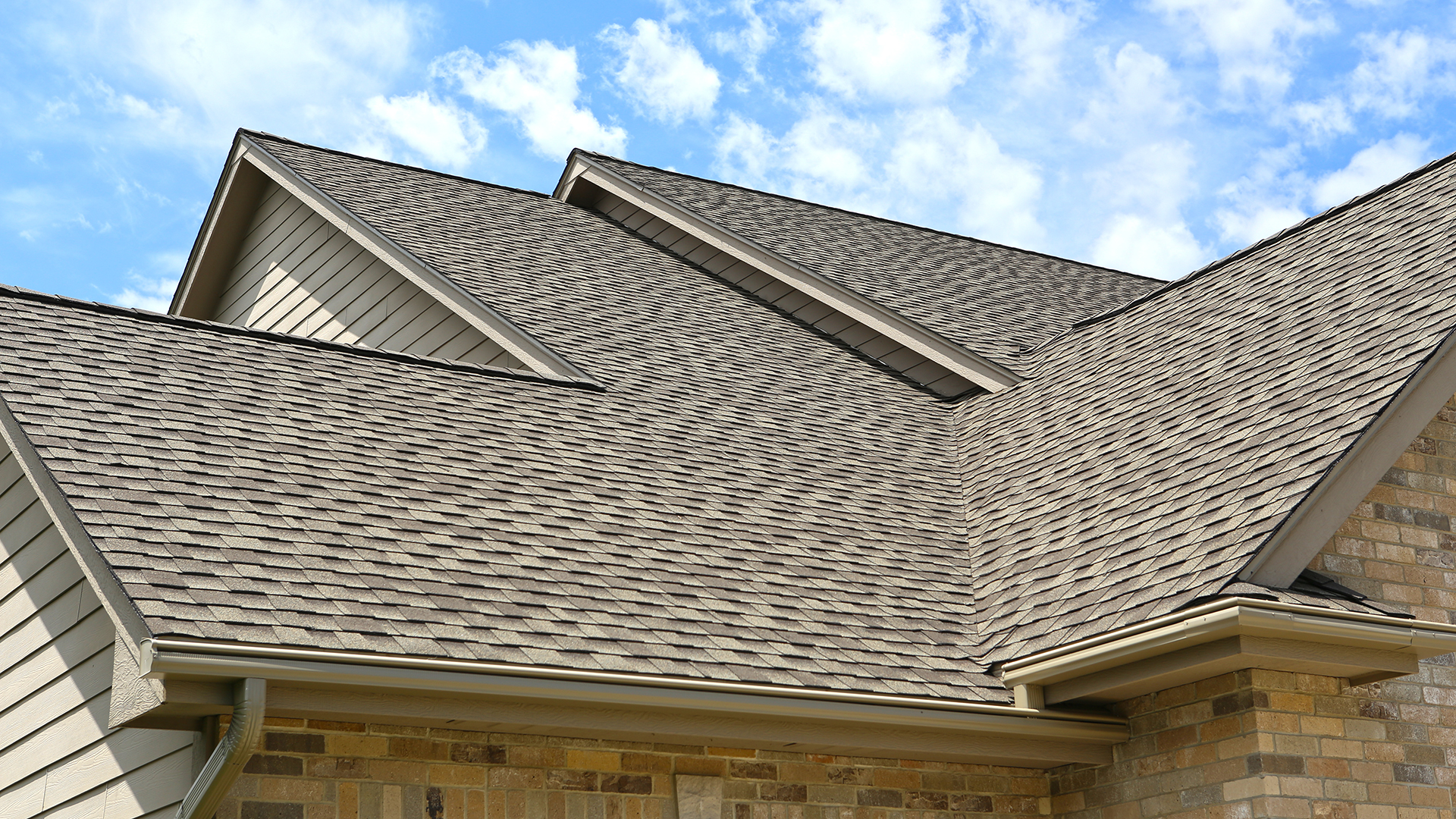 Roof Valley and Hip roof in Urbandale, IA