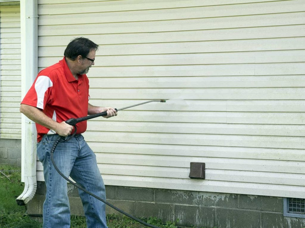 Cleaning siding with a power washer