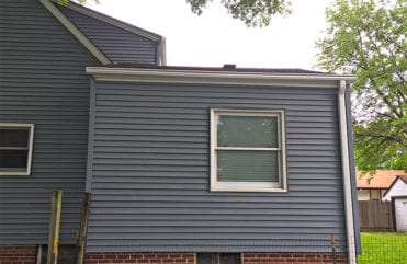 LeafGuard® Gutter's one-piece design looks sleek on Jays' Beaverdale, Iowa home, in addition, increases curb appeal along with the resale value.